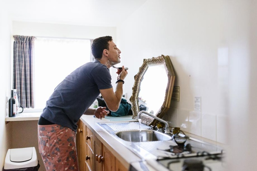 bestman-shaving-in-kitchen-mirror
