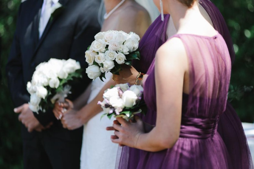 bride-party-holding-flowers