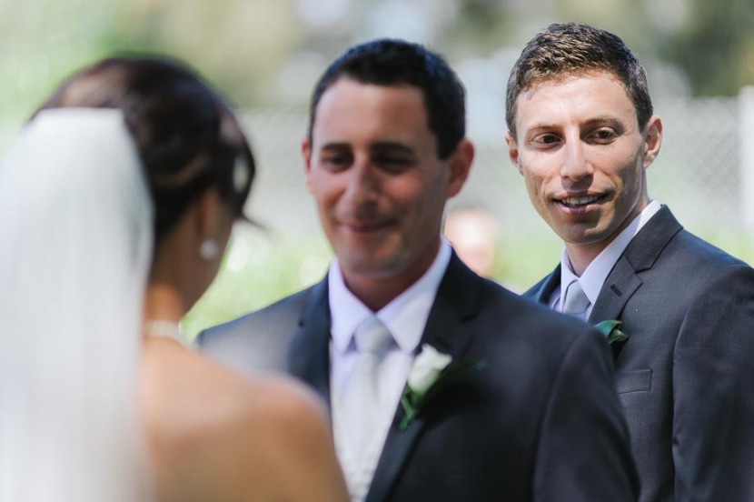 bestman-laughing-during-wedding-ceremony