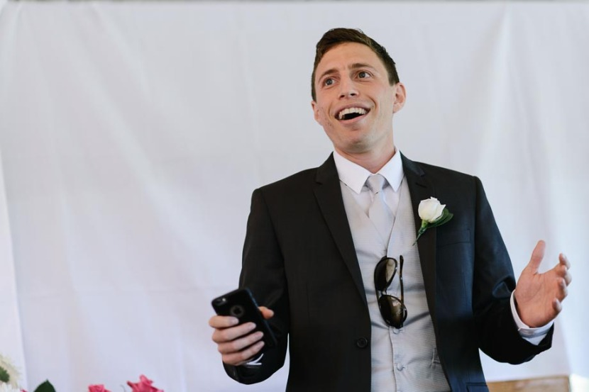 bestman-laughing-making-wedding-speech