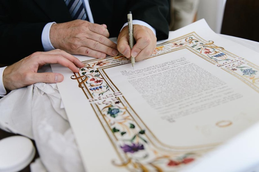 jewish-wedding-certificate-being-signed