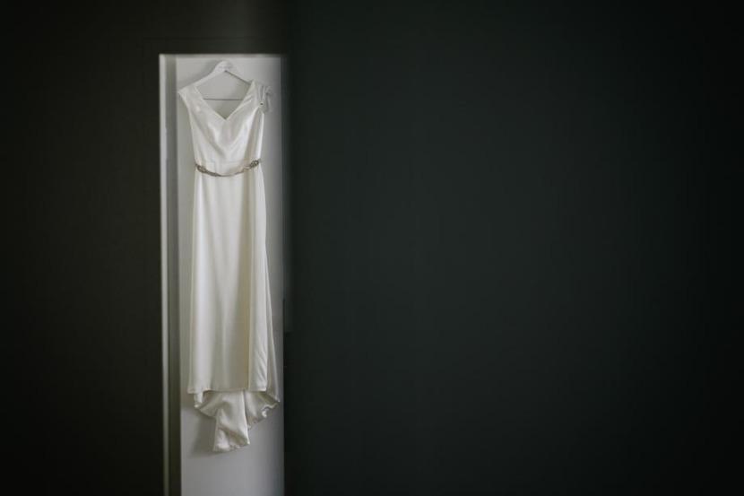 wedding-dress-haning-on-door