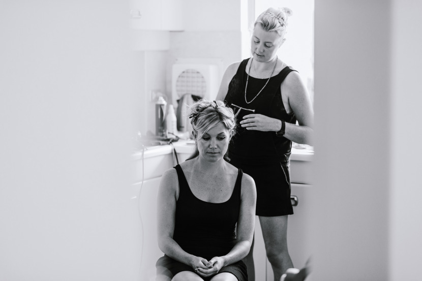 bridesmaid-getting-hair-done-in-kitchen