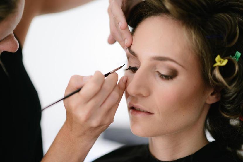 bride-having-eye-makeup