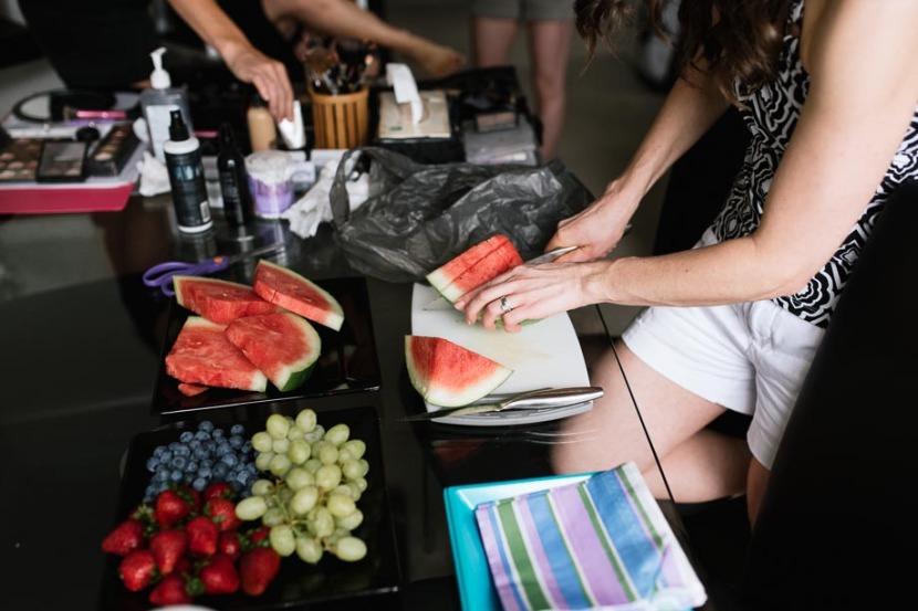 woman-chopping-wedding-fruit