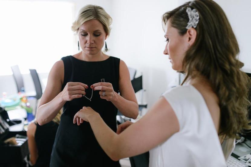 bridesmaid-put-bridal-bracelett-on