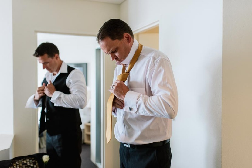 groomsmen-tying-wedding-ties