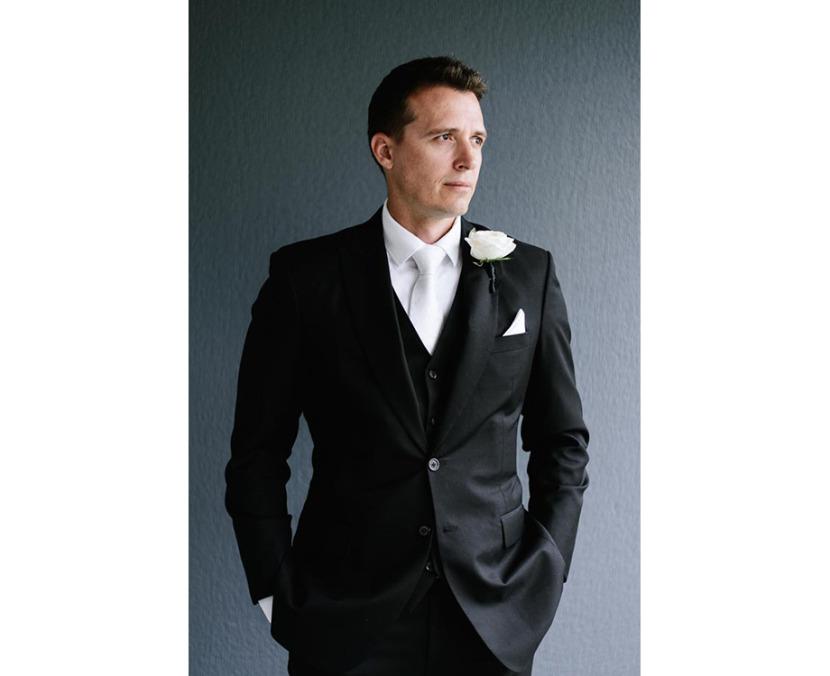 groom-portrait-against-wall