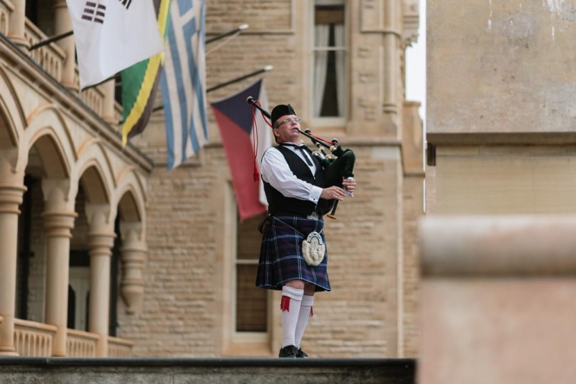 piper-piping-on-wedding-steps