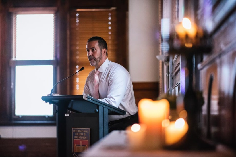 man-making-wedding-speech