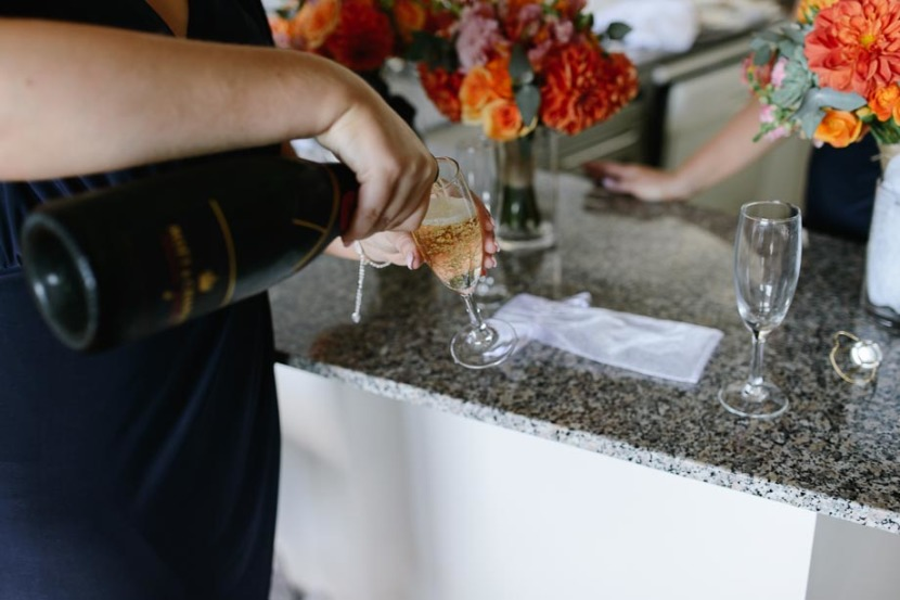 bridesmaid-pouring-wedding-champagne