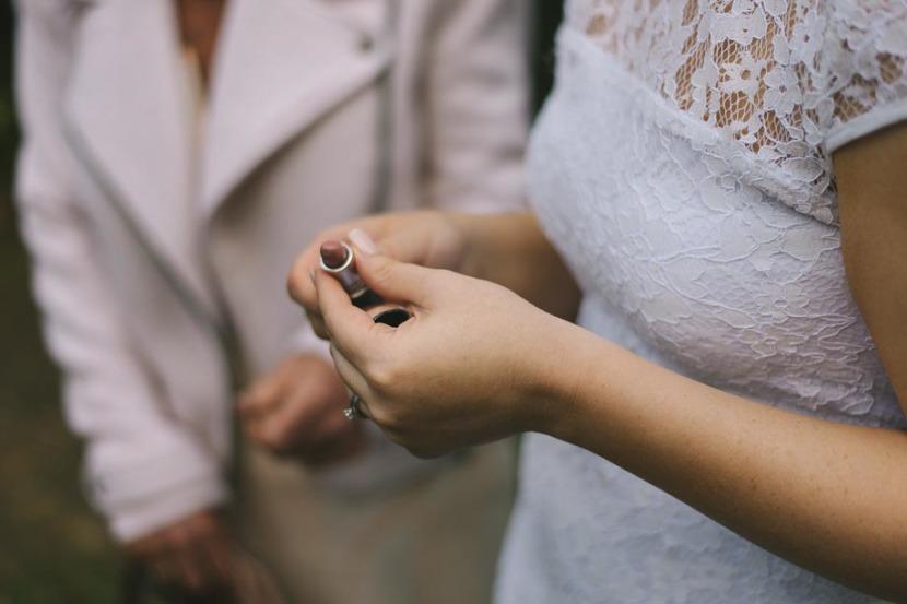 bride-holding-lipstick