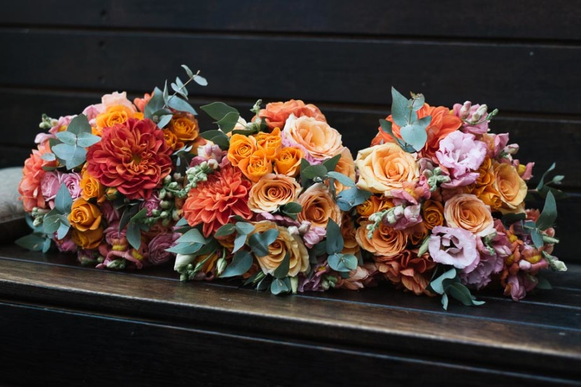 wedding-flowers-on-wooden-bench