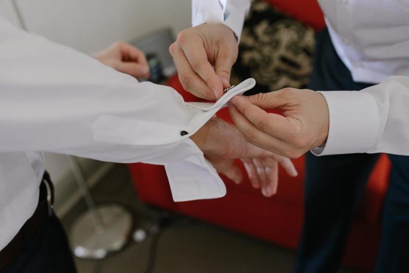 wedding-cuff-links-in-shirt