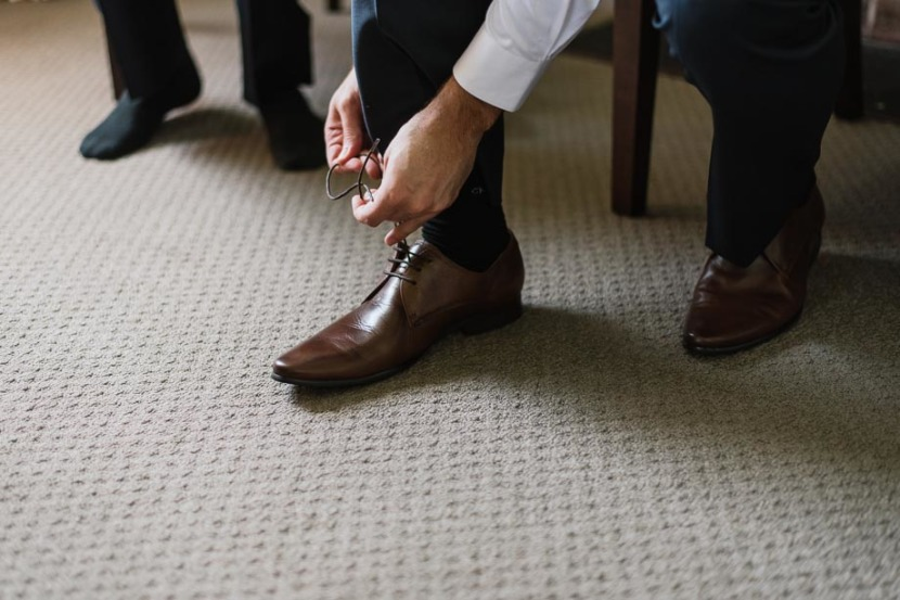 groomsmen-tying-wedding-shoe-laces