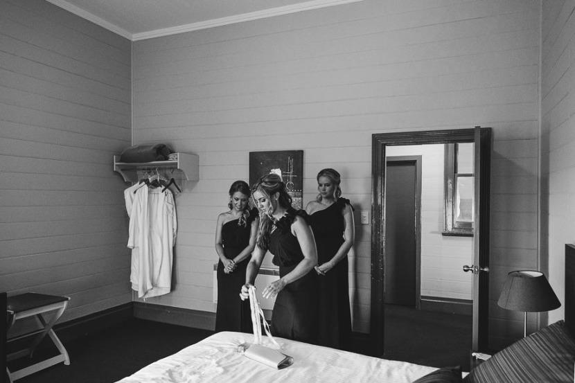 bridesmaids-in brides-cottage