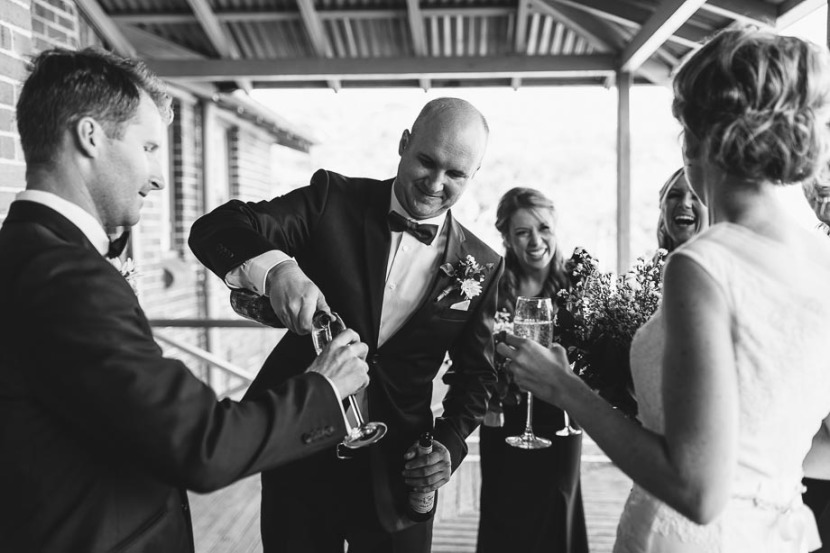 groomsman-pouring-champagne