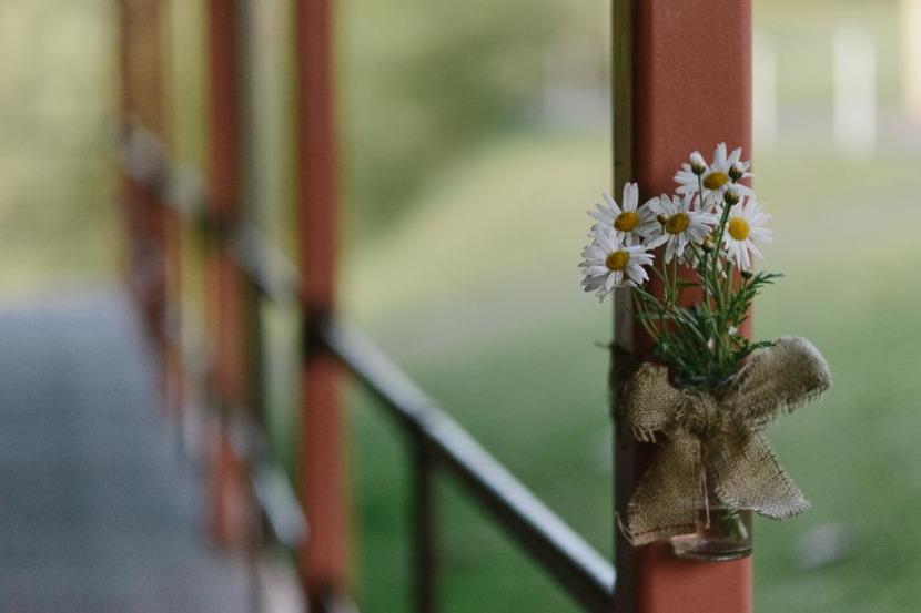 flowers-in-jar-q-station-wedding