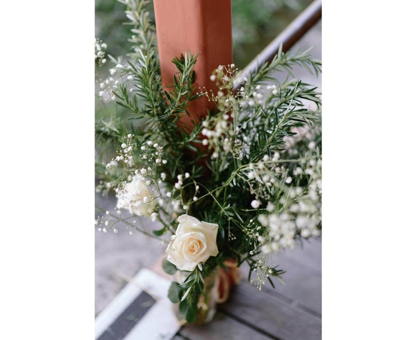 wedding-flowers-on-wooden-stairs