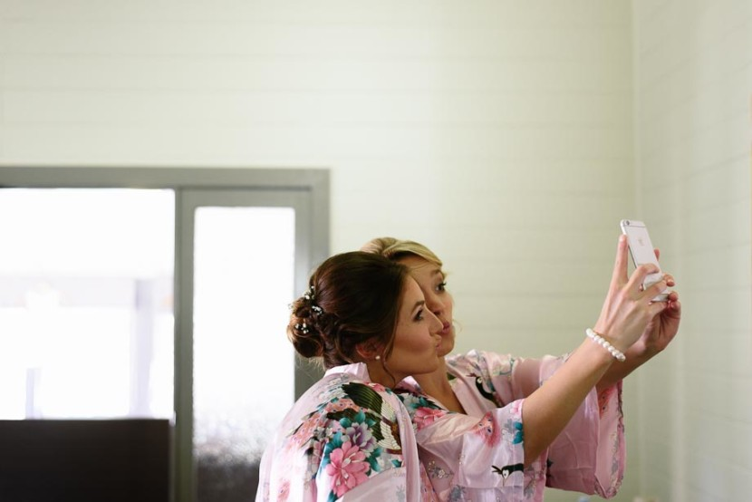 bridesmaid-taking-selfie-photo