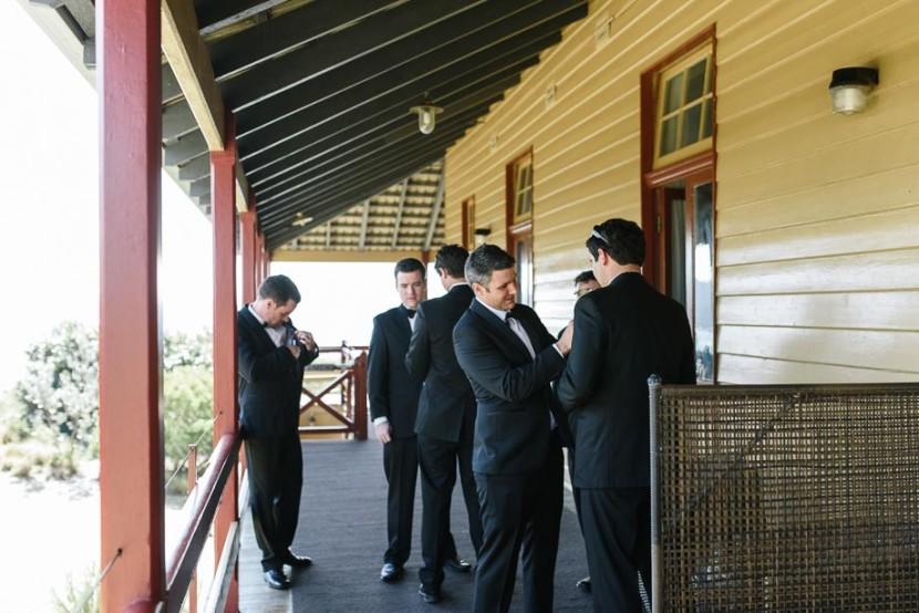 groomsmen-tying-bow-ties
