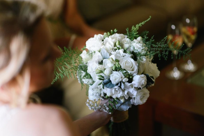 bridesmaid-holding-wedding-flowers