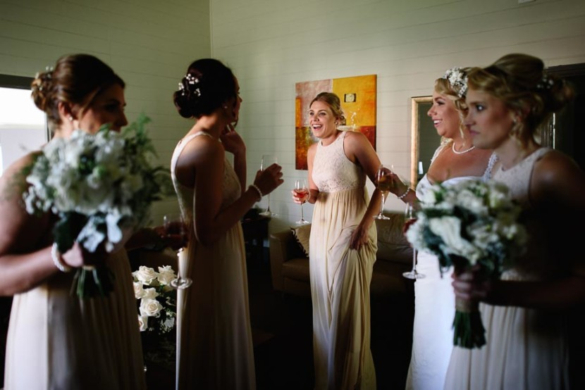 bridesmaids-drinking-champagne-laughing