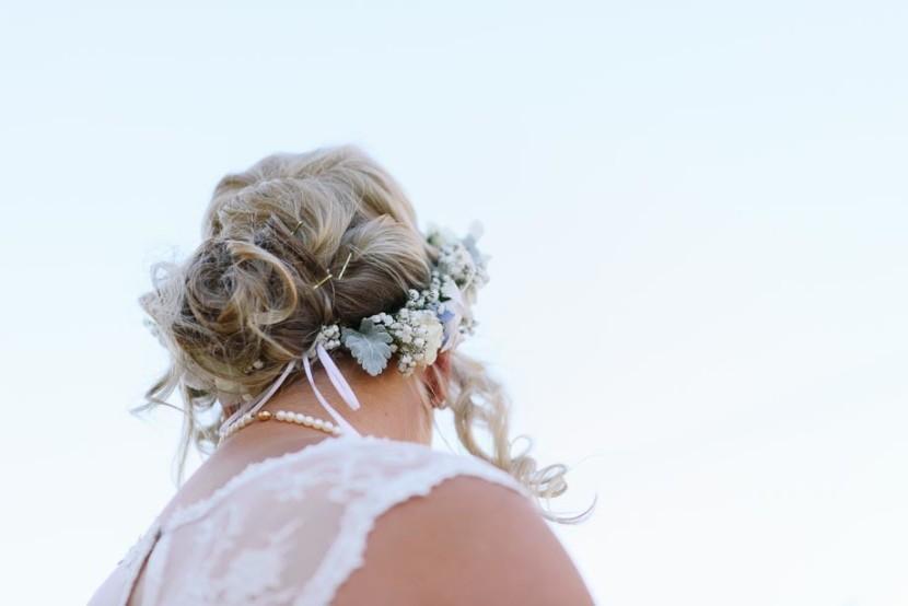flowers-in-brides-hair