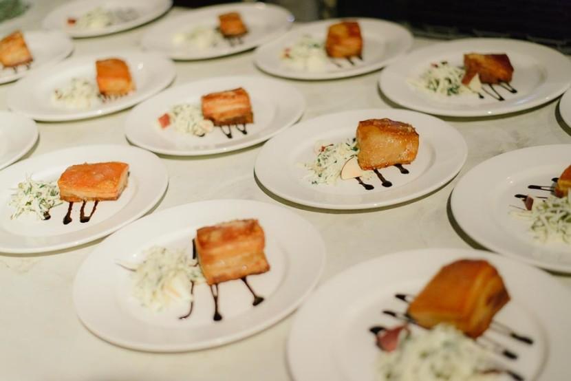 wedding-food-on-plates