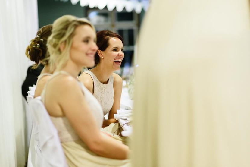 bridesmaids-laughing-at-wedding-speech