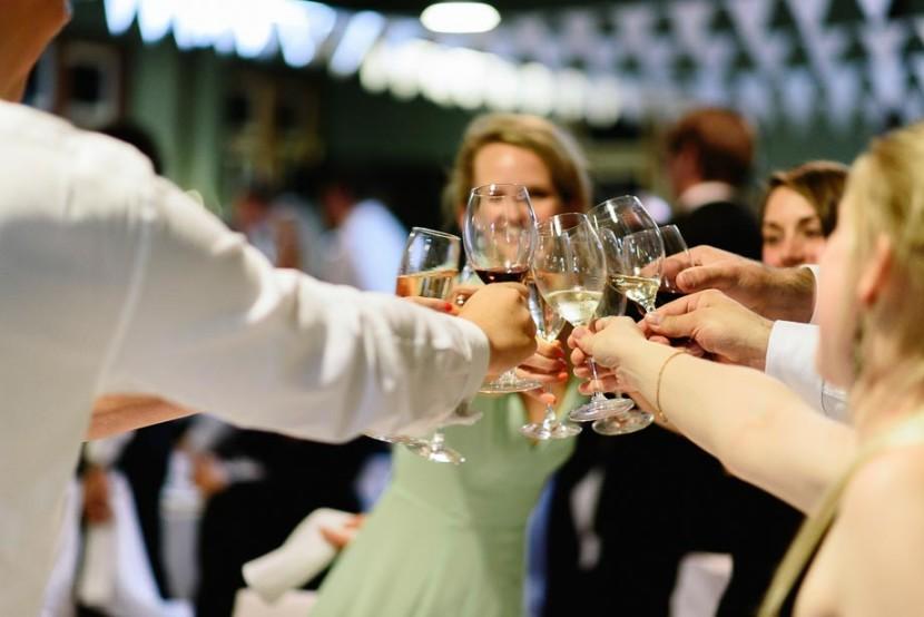 wedding-guests-cheers-wine-glasses