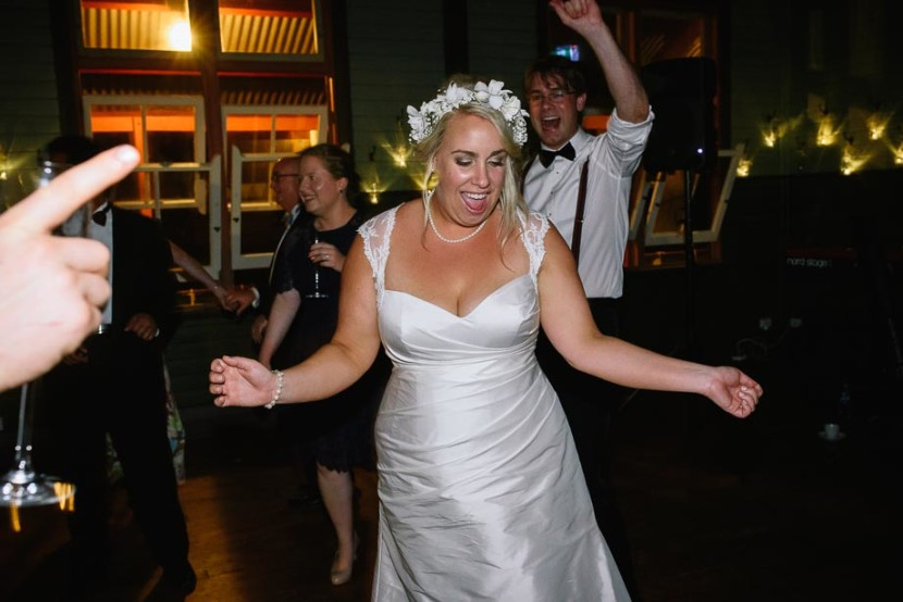 bride-on-wedding-dancfloor