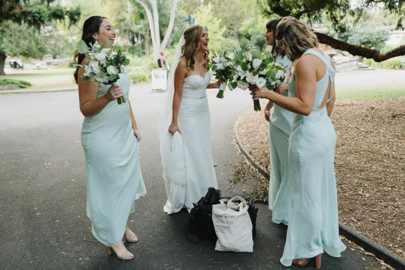 bridal-party-arrive-sydney-botanical-gardens