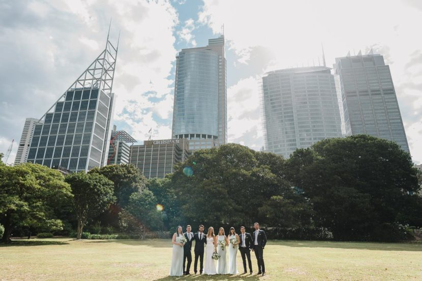 wedding-party-group-photo-sydney-cbd-skyline